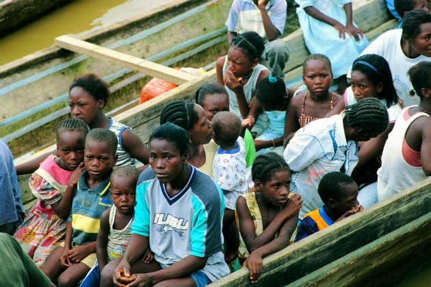 Caption for Photo 2: Displaced Afro-Colombians in Chocó. Photo courtesy of Revista Semana.