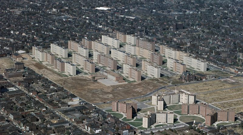 Aerial view of Pruitt-Igoe, ca. 1963-1972, US Geological Survey. Photo: Wikimedia.
