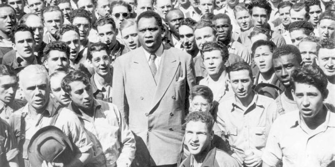 Paul Robeson in Oakland, September 1942 (Credit: National Archives)