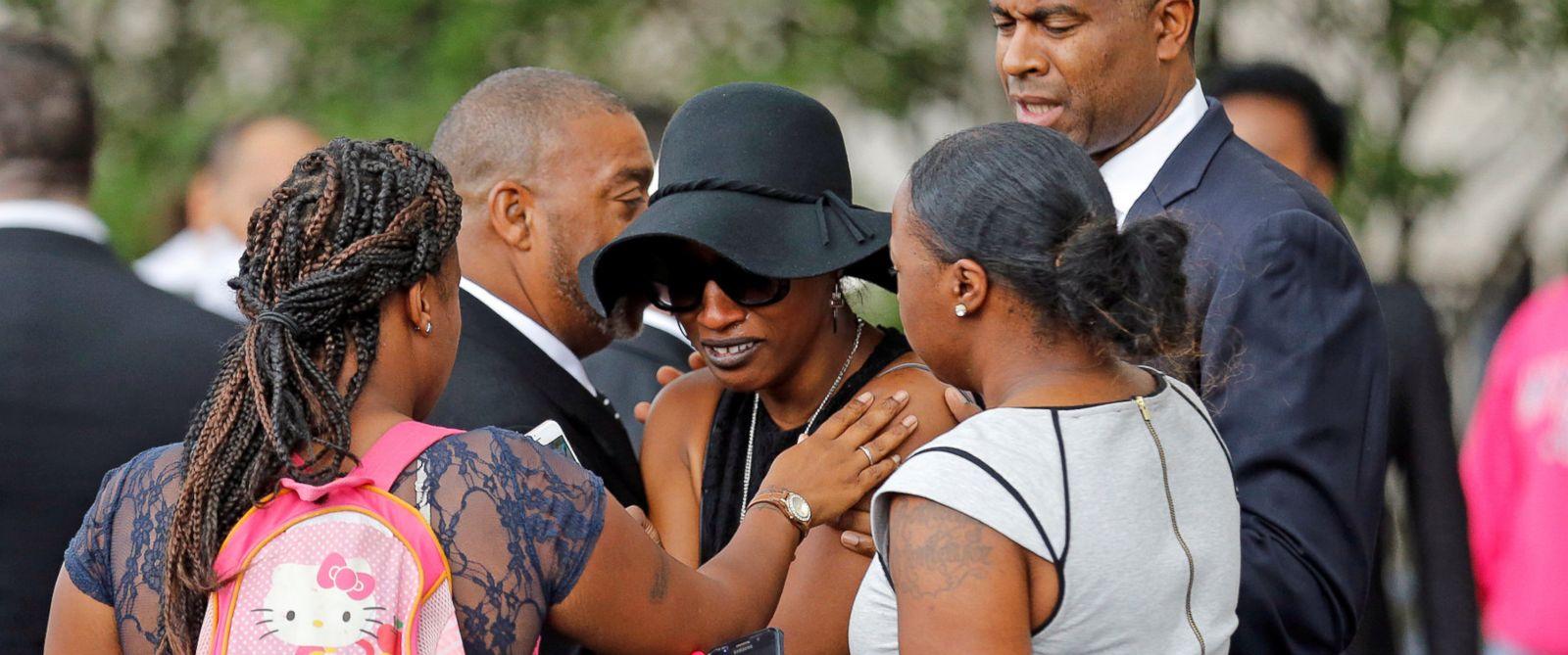 PHOTO: Family members comfort Diamond Reynolds at Philando Castile's funeral (Source: Eric Miller/Reuters)