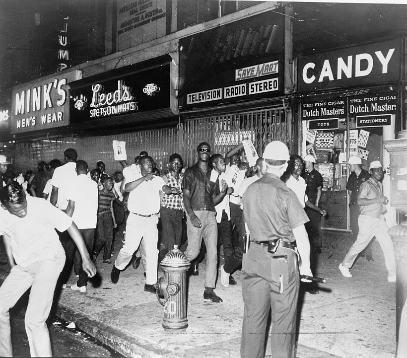 Harlem uprising, 1964. Photo by Dick DeMarsico, New York World Telegraph & Sun. Source: Library of Congress.