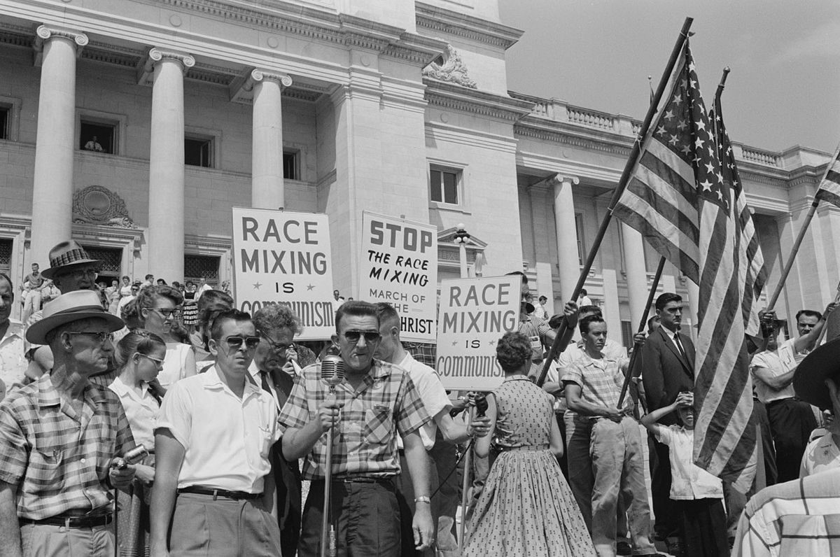 Rally at state capitol, protesting the integration of Central High School in 1959 (Image Credit: Library of Congress).