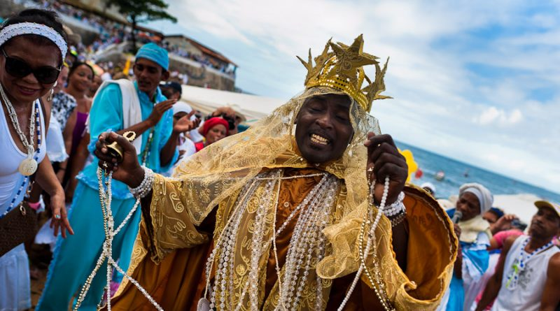 A Candomblé priest (babalorishá) during the ritual ceremony honoring Yemanjá in Salvador, Bahia, Brazil, 2012. Photo: Huffington Post.