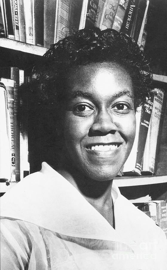 gwendolyn brooks In 1950, gwendolyn brooks became the first african-american to be awarded a  pulitzer prize hers was a pulitzer in poetry, specifically for a.
