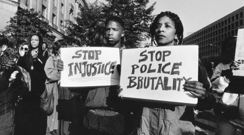 Rally at the Department of Justice protesting the Rodney King case and police brutality. Photo: Rick Reinhard/Civil Rights Teaching.