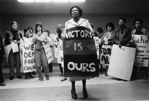 Albertina Sisulu briefs protestors, Johannesburg, 1984, by Paul Weinberg. Photo: University of Cape Town Libraries.